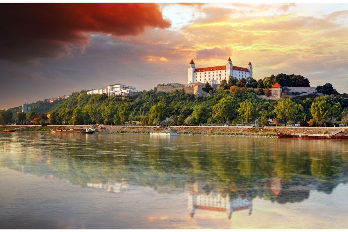 Bratislavsky hrad zapad slnka