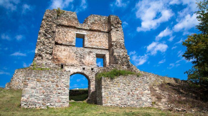Pustý hrad ponúka rodinnú prechádzku, piknik aj opekačku
