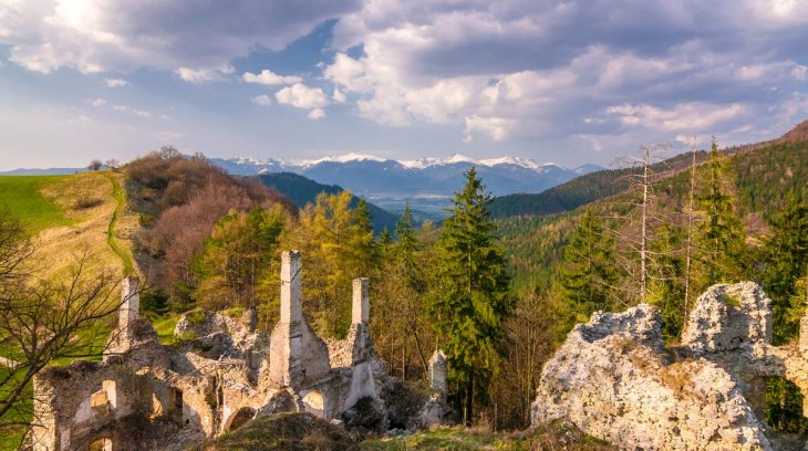 Sklabinský hrad a Katova skala